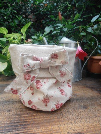 Cestino di stoffa con fiocco