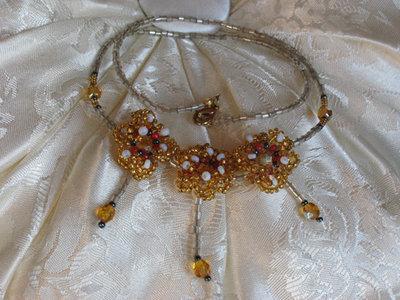 Parure di perline composto da collana ed orecchini