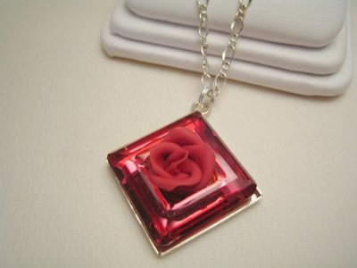 """Square Ring & Rose"" - Pendente in cristallo Swarovski"