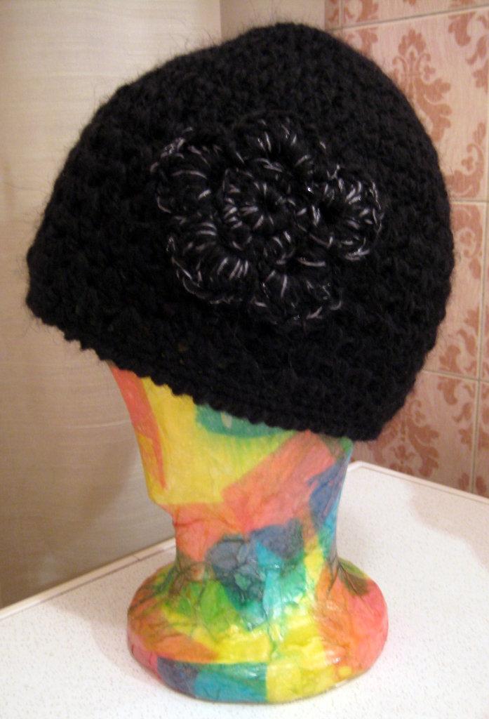Cappello lana nero uncinetto