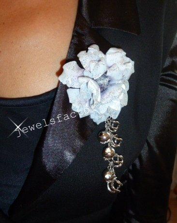 Collana/spilla con  fiore Blue flower Sospeso Trasparente
