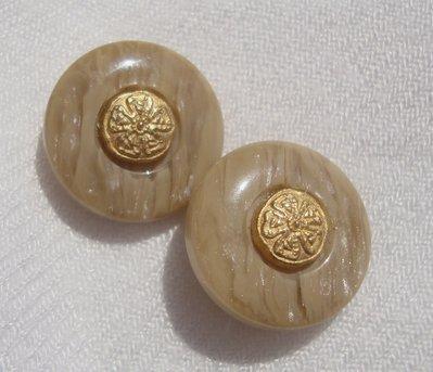 orecchini bottoni beige!!!