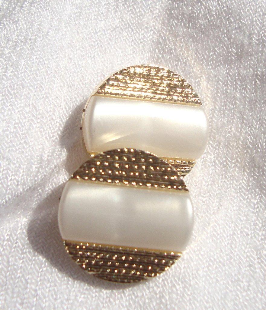 orecchini bottoncino bianco perla!