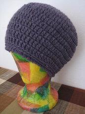 Cappello lana viola uncinetto