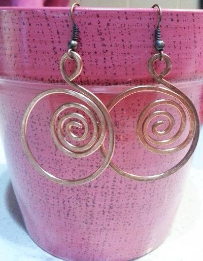 orecchini rotondi con spirale