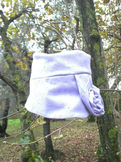 Cloche lilla in tessuto di lana