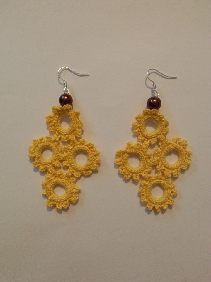 orecchini uncinetto croce gialla