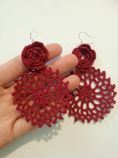 orecchini uncinetto rosone e rosa rosso
