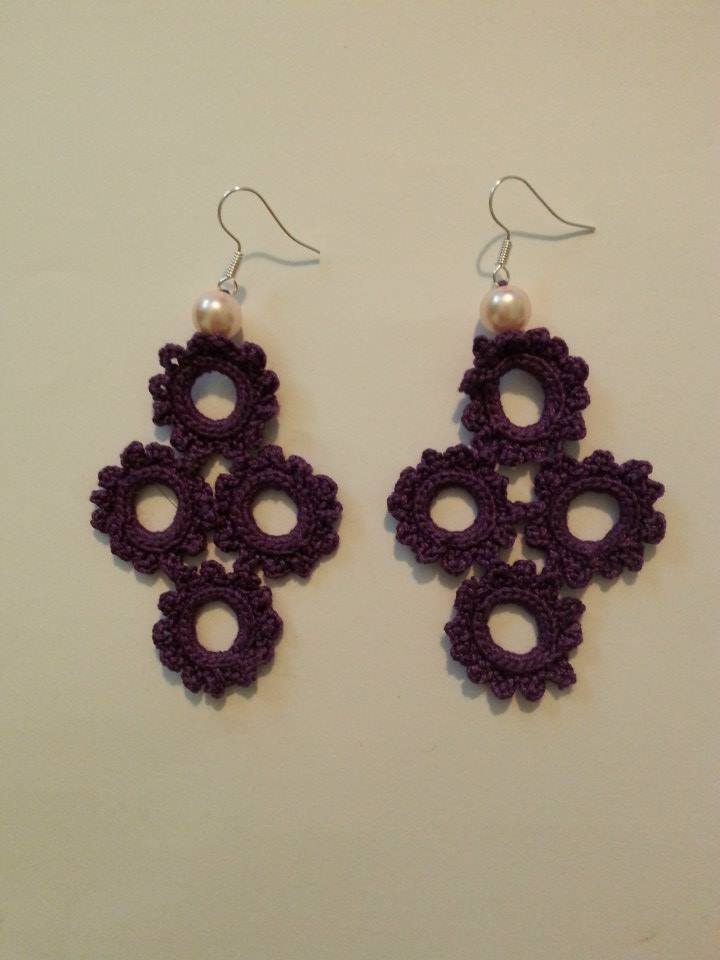 orecchini uncinetto croce viola
