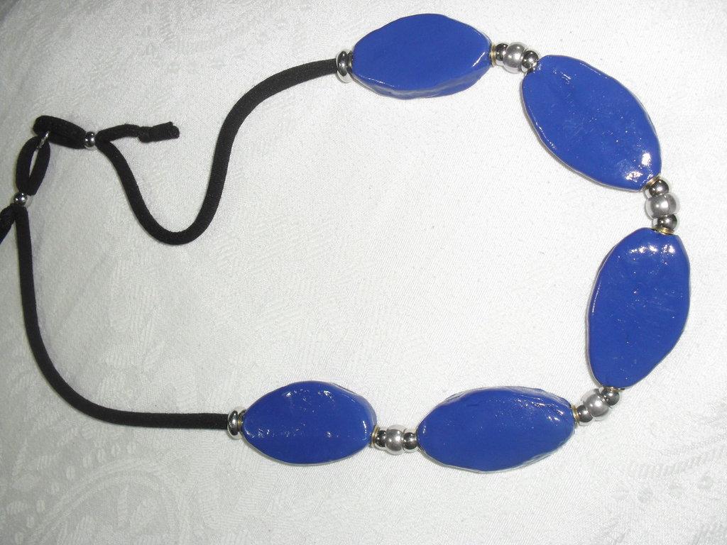 collana blu realizzata a mano