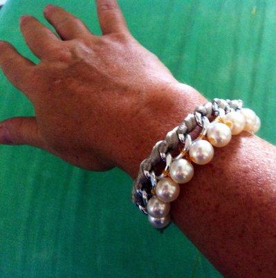 Bracciale in corda e catena con perle