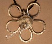 Collana  con ciondolo wire e perlina in resina grigia