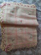 Copertina tela aida di lana foderata ricamata a mano