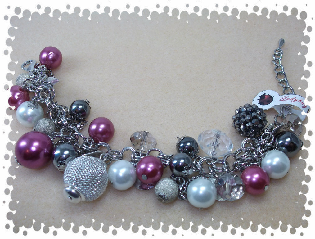 Bracciale perle e charms