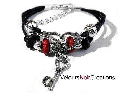 bracciale creato a mano manette e chiave con cordino nero handmade