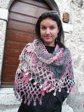 scialle di lana, fatta  all'uncinetto