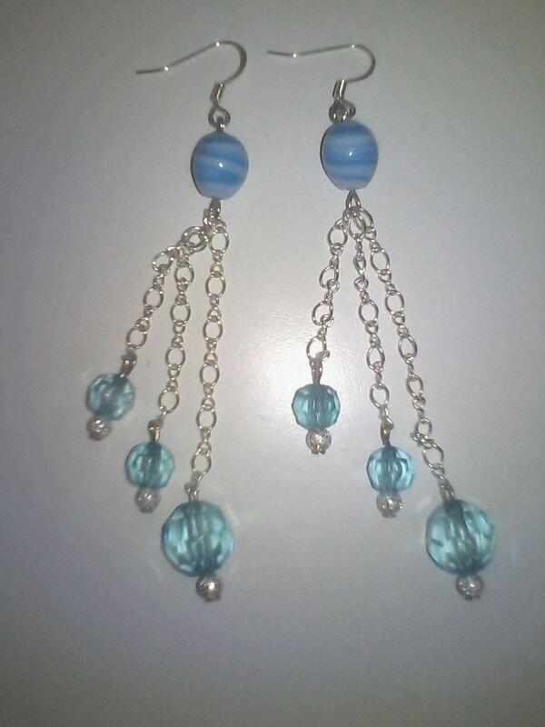 Orecchino con perle azzurre