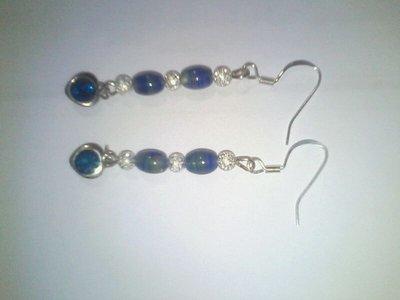 Orecchini con perle pendenti blu