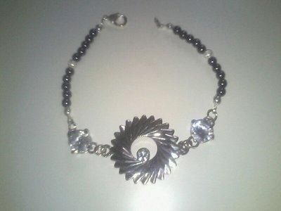 Bracciale con perle nero e cristalli di vetro
