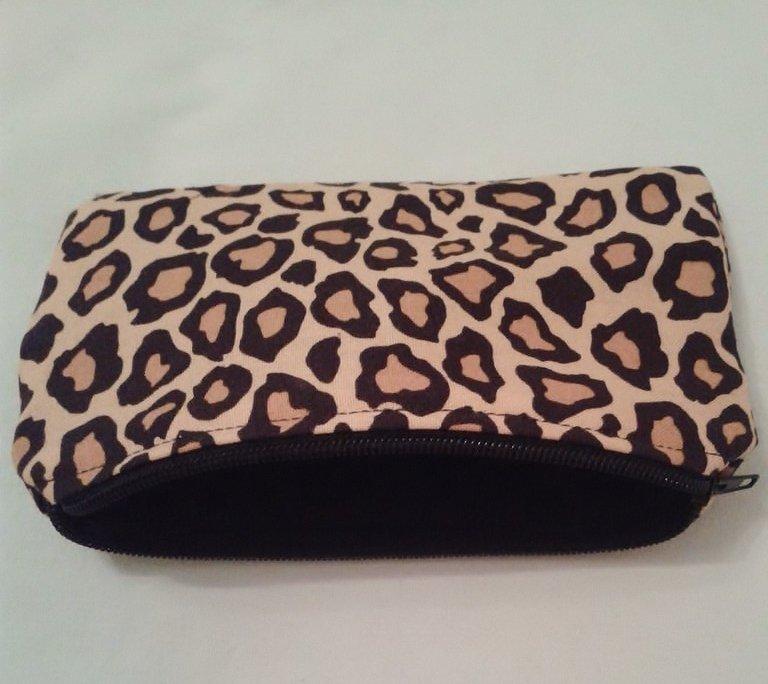 Astuccio in stoffa leopardata