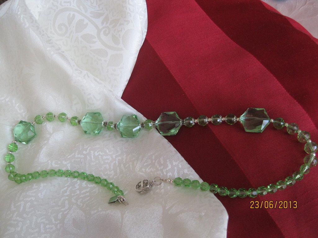 Collana di mezzo cristallo e crystallo crystal nero tondo sfaccettata verde