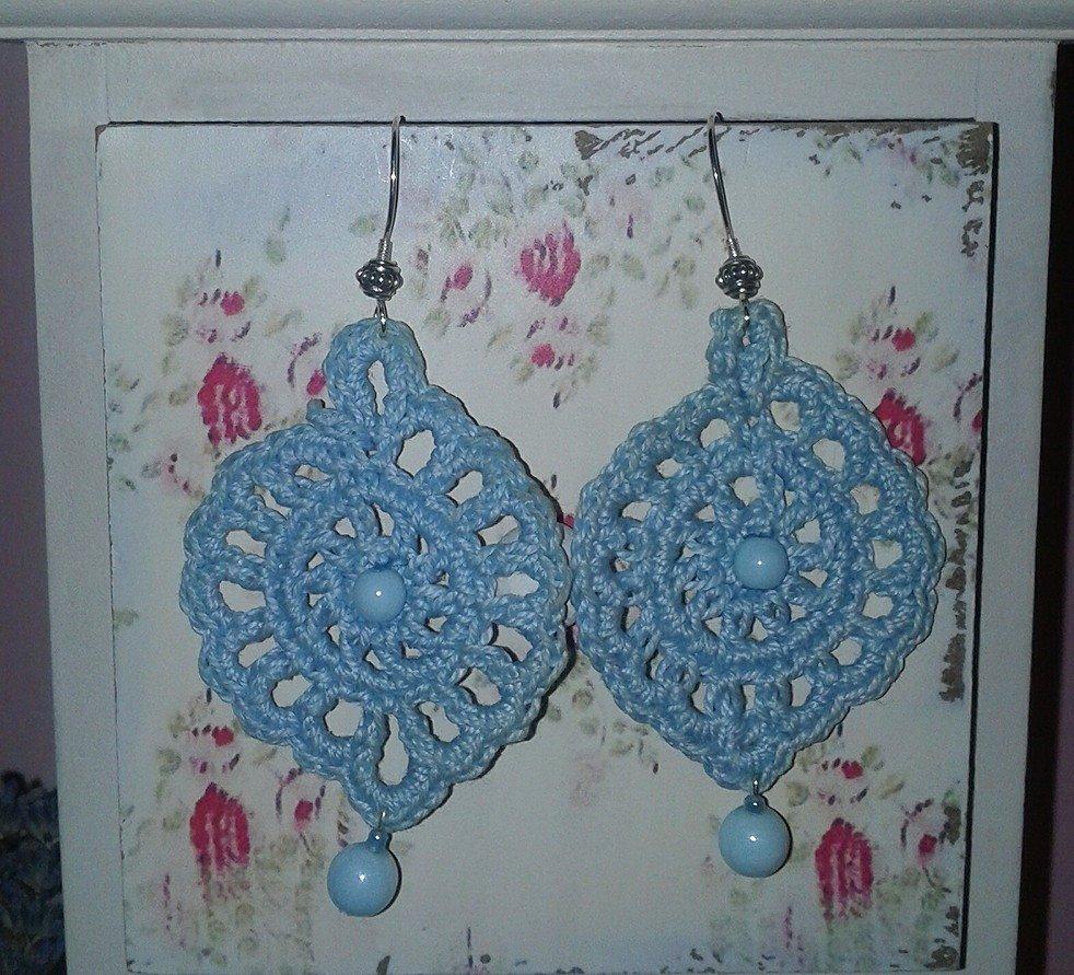 Orecchini pendenti celesti con perle