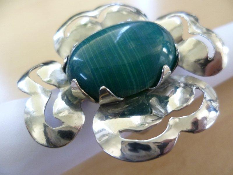 Anello a forma di fiore traforato agata verde striata
