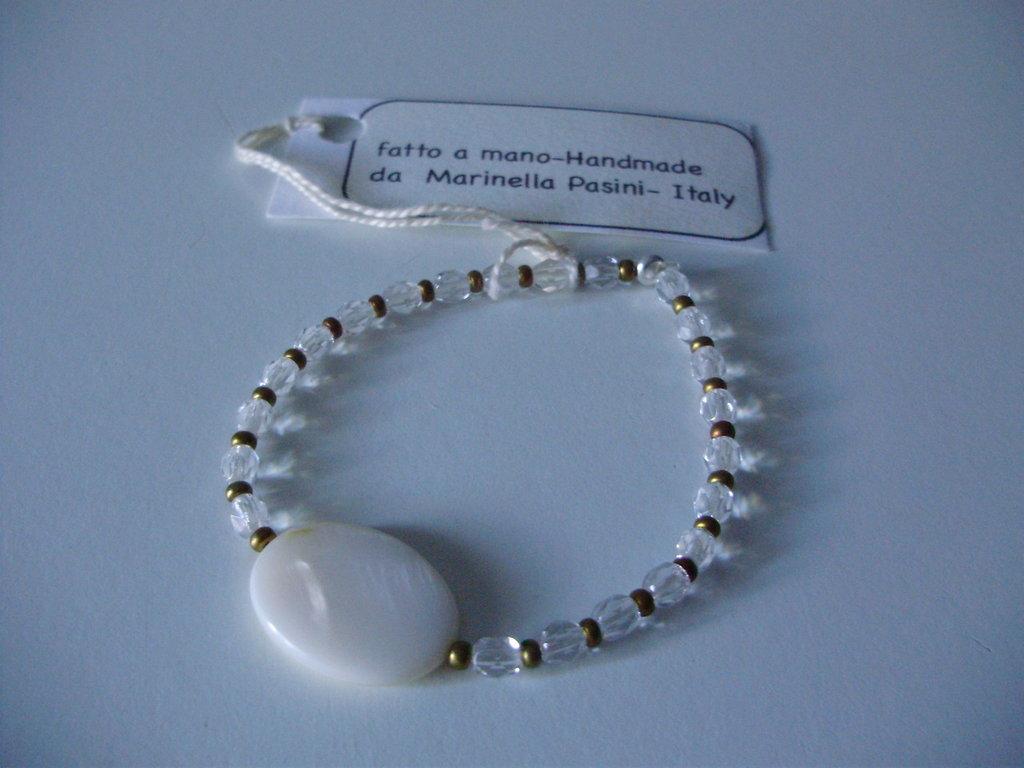 BRACCIALE cristalli, perline dorate e madreperla piatta ovale al centro, fatto a mano, handmade