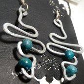 Orecchini in wire e legno azzurro/verde