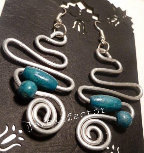 Orecchini in wire e legno verde/azzurro