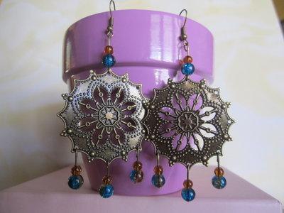 orecchini bronzo con perline blu e marroncine