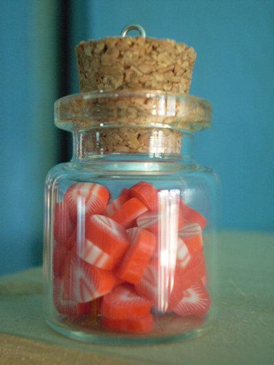 1 Ciondolo Bottiglietta Vetro con fette Fragola in pasta polimerica