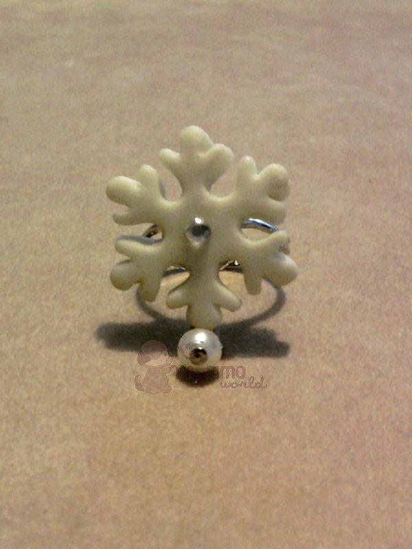 Anello con fiocco di neve fluo e perla pendente fimo