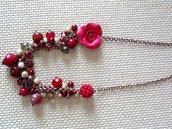 collana con  rosa laterale rossa