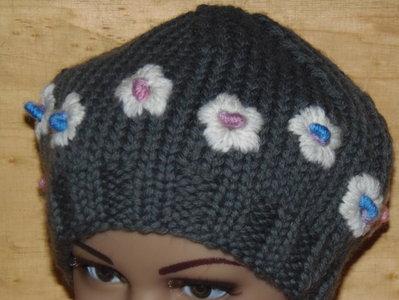 cappellino bimba con fiorellini