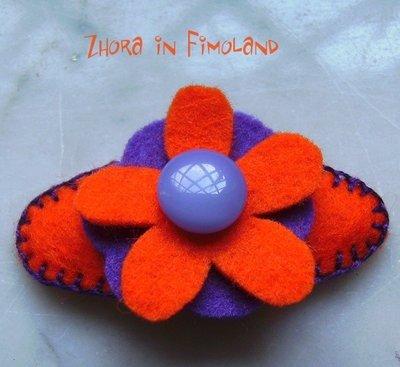 Mollettina a clip rivestita in feltro (100% lana) con fiore viola e arancione