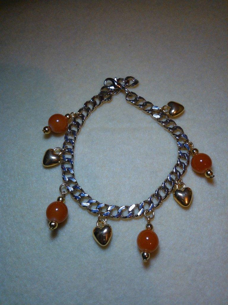 bracciale arancio con charms