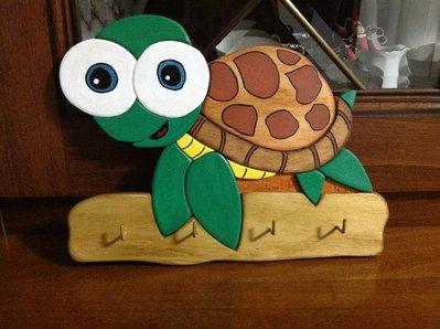 Appendichiavi/panni tartaruga o famiglia gufi gufetti in legno dipinti a mano