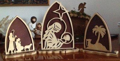 Presepe in legno composto da tre pezzi