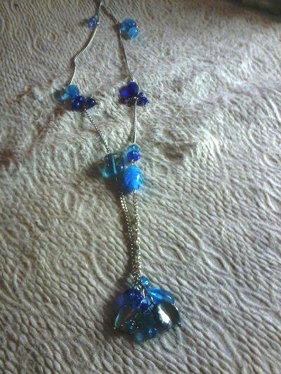 collana bigiotteria colore argento con pietre pendenti