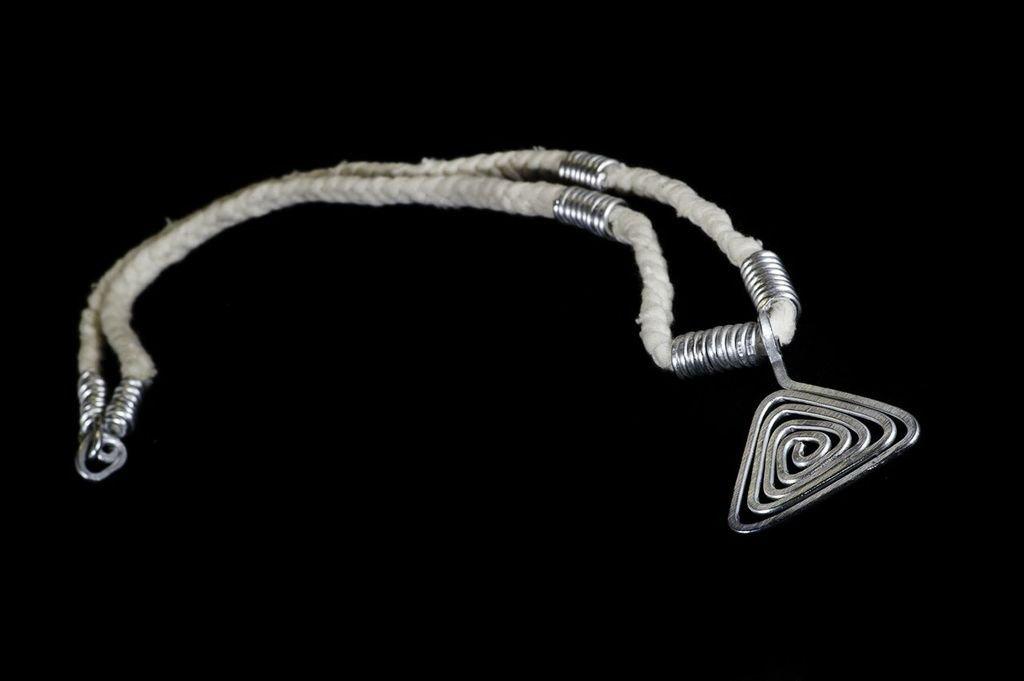 Collana pendente triangolo