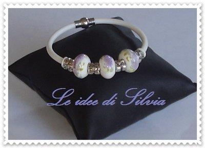 Bracciale in caucciù con perle in ceramica