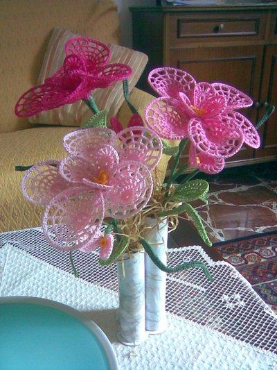 Fiori Uncinetto.Vaso Con Fiori A Grandi Petali All Uncinetto Per La Casa E Per