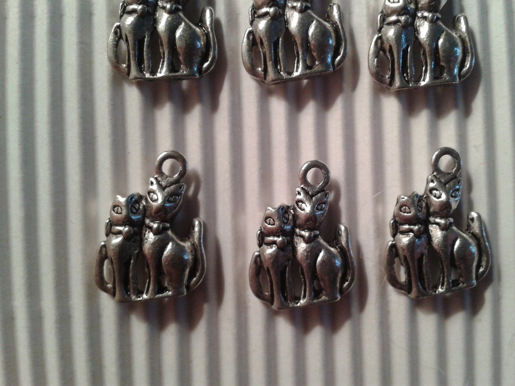 8 charms 2 gatti 17x13mm vend.