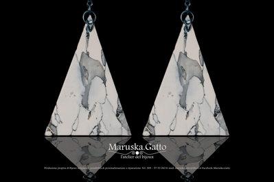Orecchini triangolari effetto marmo-002