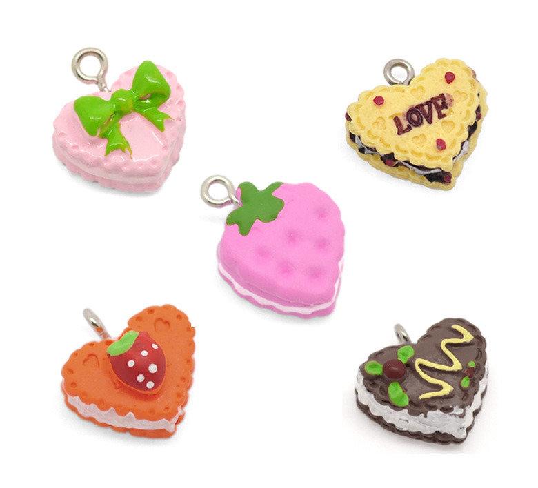 5 ciondoli,Charm forma biscotti, tortine  a cuore, modelli mix