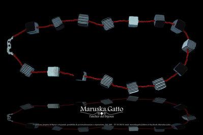 Collana cubetti a strisce nero bianco-003