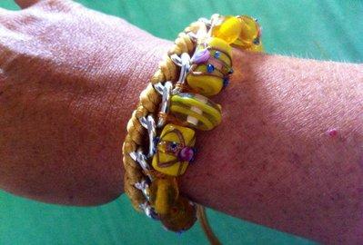 bracciale in corda e catena con perle di murano