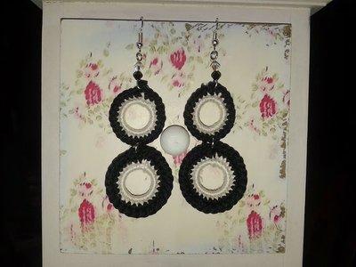 Orecchini pendenti con cerchi neri e bianchi