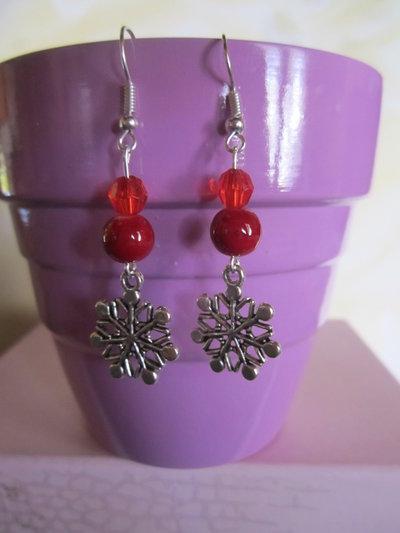 Orecchini fiocco di neve con perline rosse